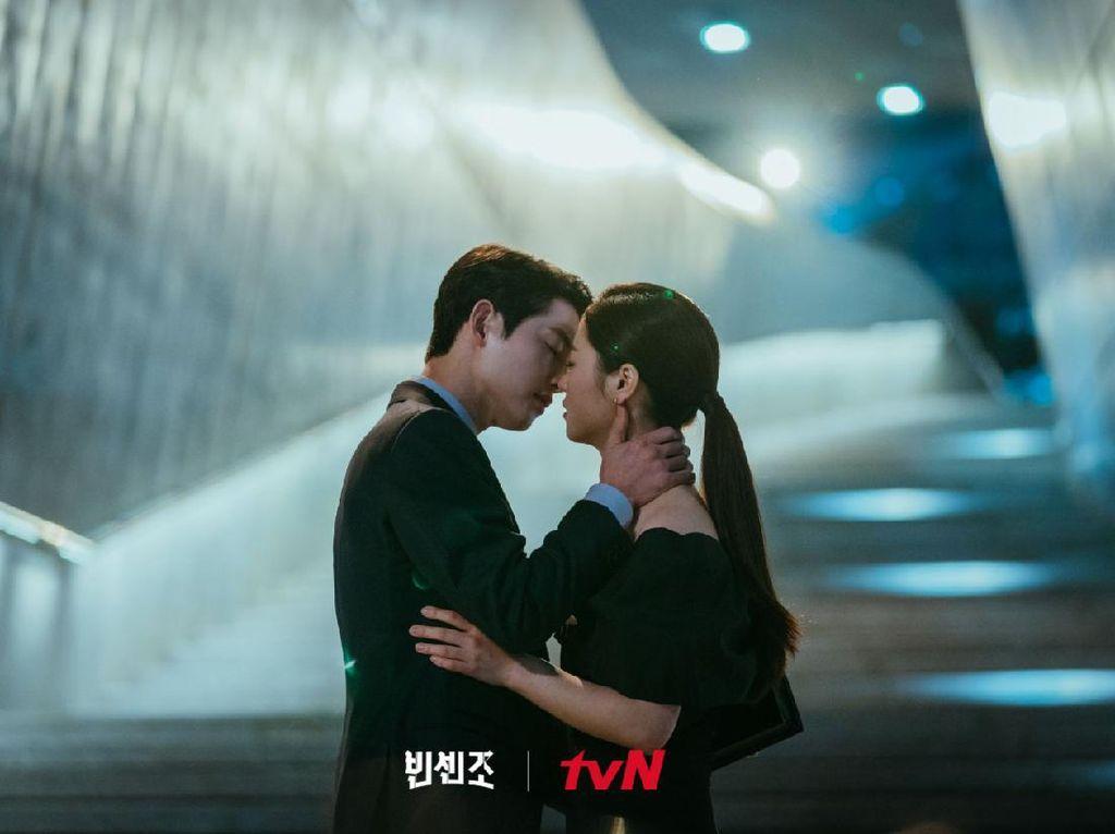 Jeon Yeo Bin Pilih Ciuman dengan Song Joong Ki Sebagai Adegan Terbaik Vincenzo
