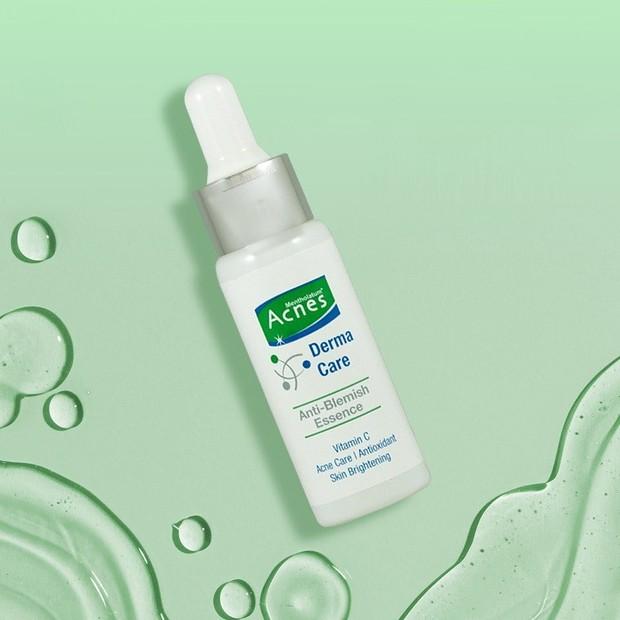 Serum jerawat yang bisa mengatasi masalah membandel pada kulit sekaligus mencegah datangnya jerawat hormonal.