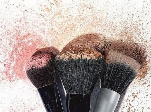 Dibalik ukurannya yang kecil, alat make up yang kamu gunakan menyimpan banyak kotoran.