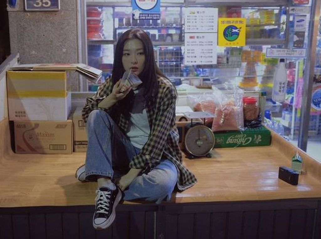 Intip Imutnya Seulgi Red Velvet Saat Nongkrong di Kafe