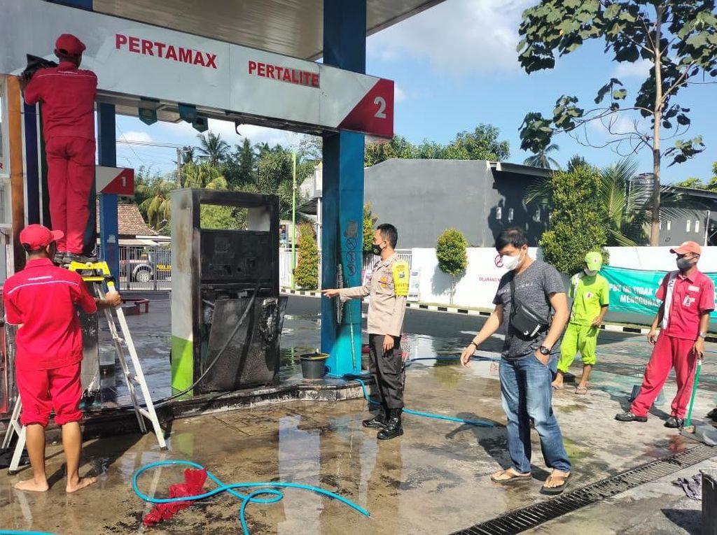 Isi BBM, Mesin SPBU Banyuwangi dan Satu Sepeda Motor Hangus Terbakar