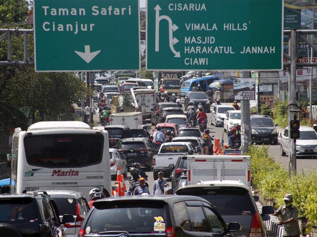 Jokowi Soroti Penumpukan Turis Balas Dendam di Puncak
