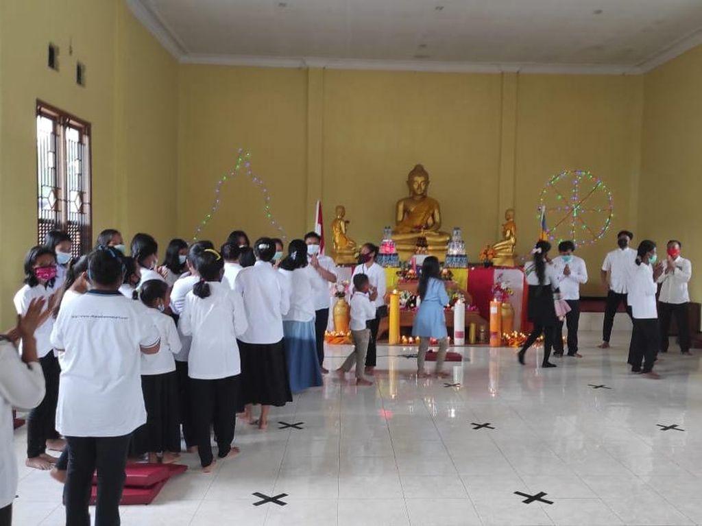 Kerukunan Beragama di Perayaan Waisak Banyuwangi