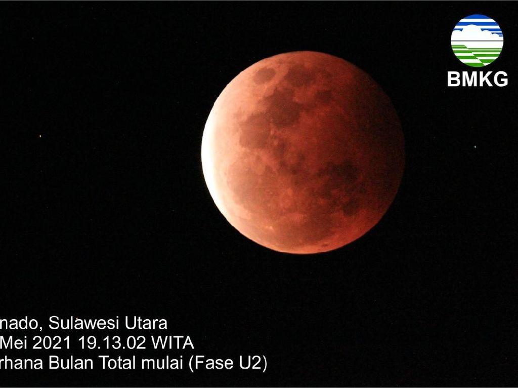 Penampakan Super Blood Moon yang Terlihat di Manado