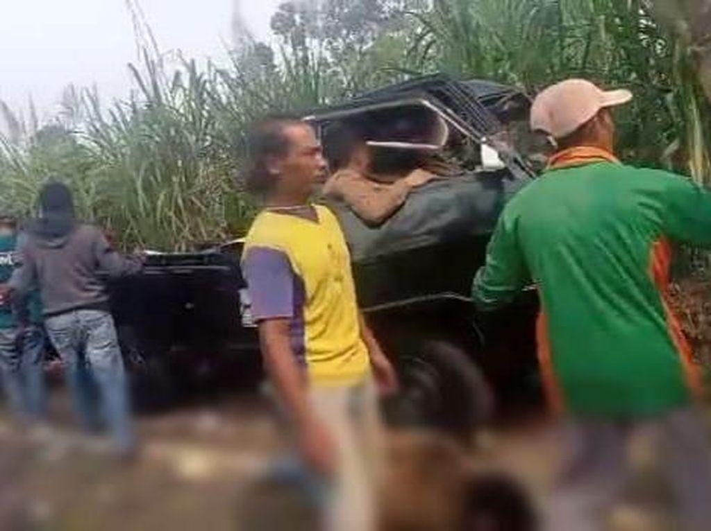 Polisi Sebut Penumpang Pikap Rombongan Arisan Tabrak Pohon di Malang 14 Orang