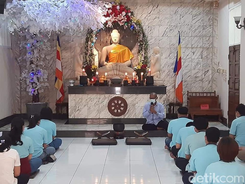 Puja Bhakti Waisak di Karawang, Kapasitas Wihara Dibatasi 30 Persen