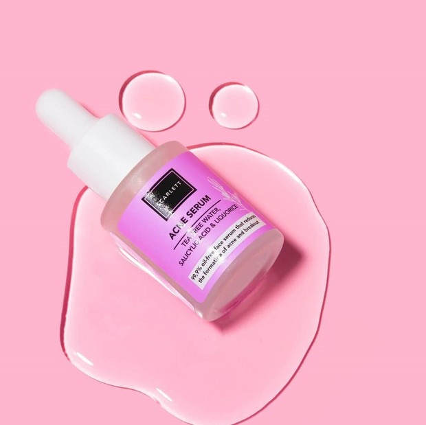 Serum bertekstur cair yang mudah menyerap dalam kulit dan berhasil menghilangkan jerawat dengan baik.