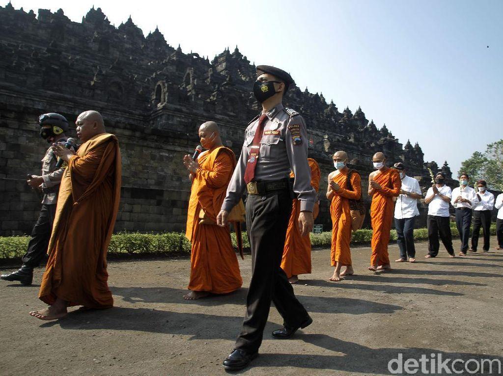 Suasana Perayaan Waisak dengan Prokes Ketat di Candi Borobudur