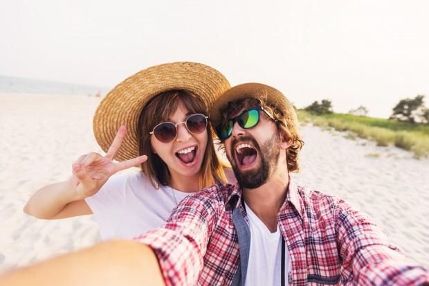 Melakukan quality time bersama pasangan.