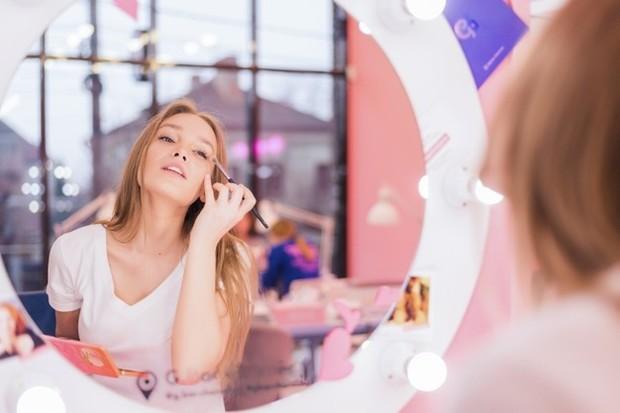 Kondisi alat make up yang bersih juga menjadi langkah memperpanjang ketahanan pakai alat tersebut.