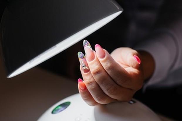 artificial nail atau kuku tiruan