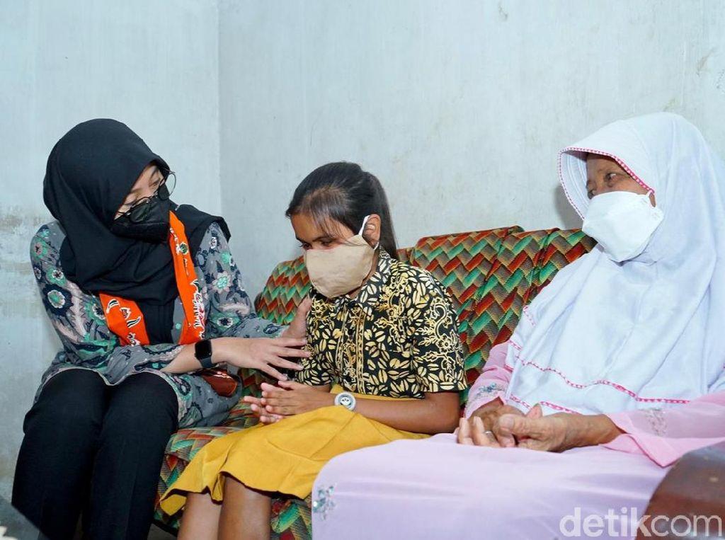 Jemput Anak Terancam Putus Sekolah, Bupati Ipuk Disambut Tangis Haru
