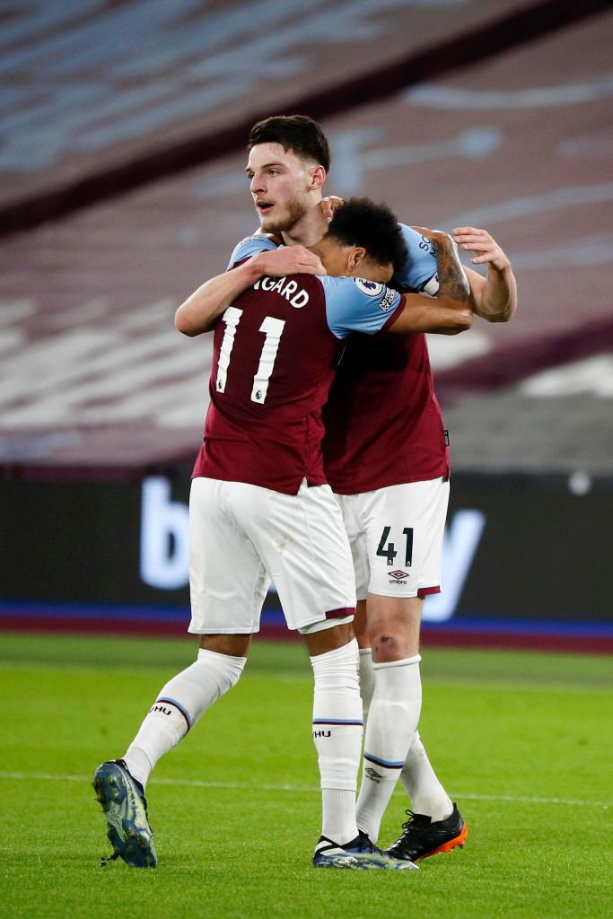 LONDON, ENGLAND - FEBRUARY 15: Declan Rice of West Ham celebrates with teammate Jesse Lingard after scoring their team's first goal during the Premier League match between West Ham United and Sheffield United at London Stadium on February 15, 2021 in London, England. Sporting stadiums around the UK remain under strict restrictions due to the Coronavirus Pandemic as Government social distancing laws prohibit fans inside venues resulting in games being played behind closed doors. (Photo by John Sibley - Pool/Getty Images)