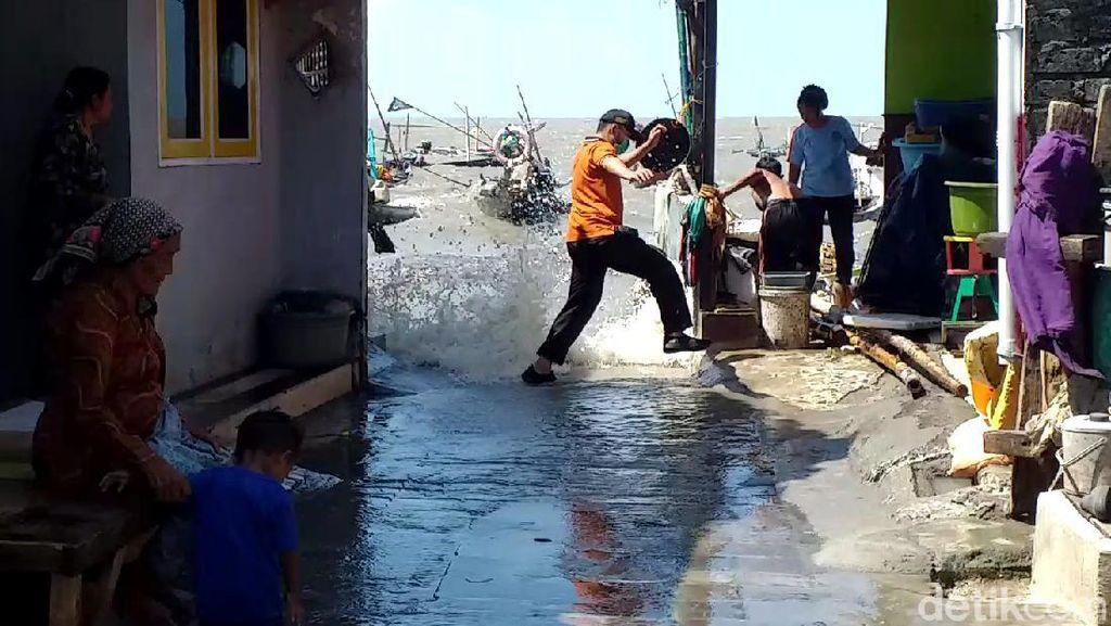 Efek Gerhana Bulan, Ruas Jalan di Surabaya Ini Terendam Banjir Rob