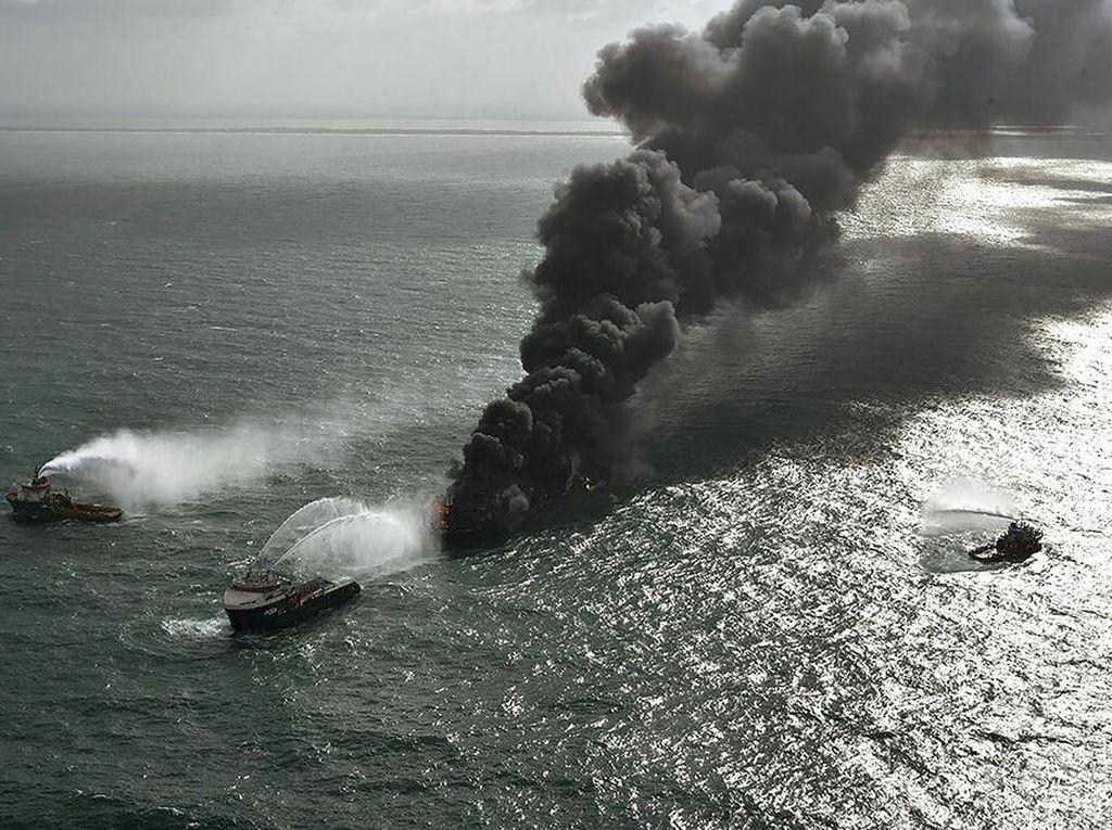 Kapal Kargo Berbendera Singapura Terbakar di Laut Sri Lanka