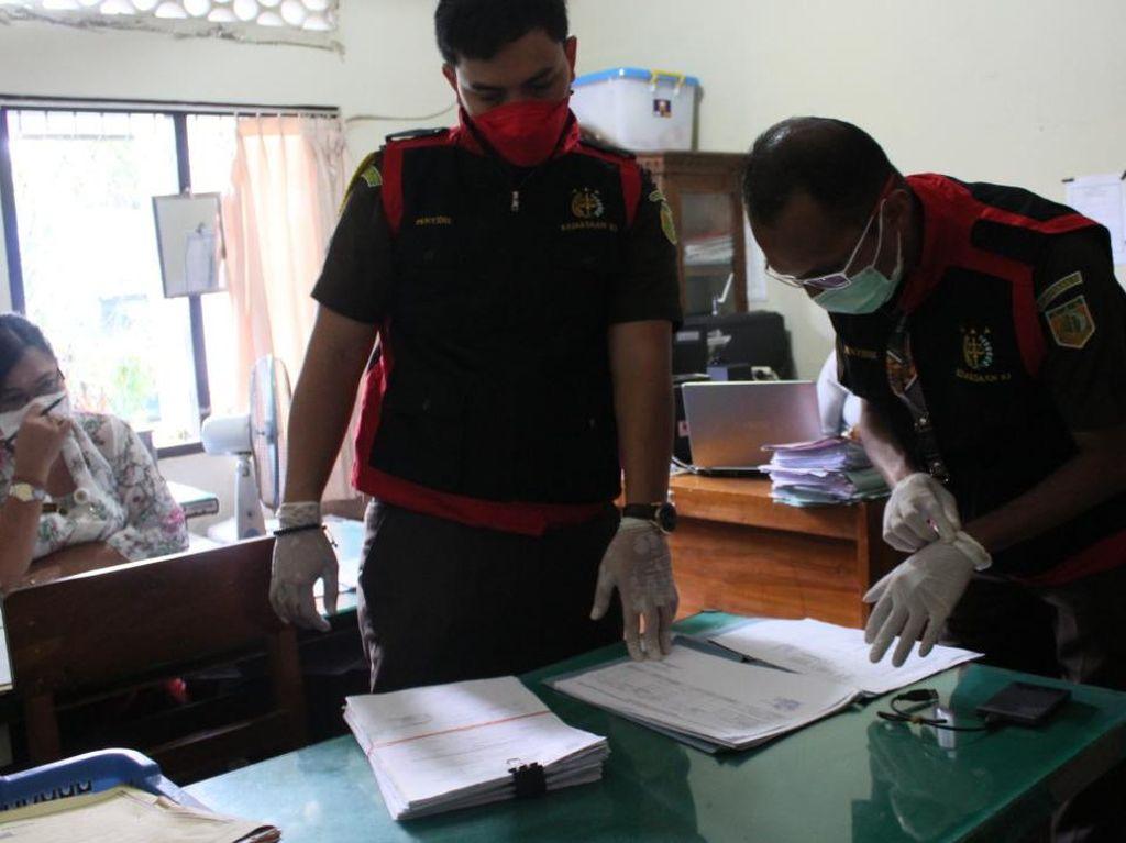 Cari Bukti Korupsi Pengadaan Masker, Dinsos Karangasem Digeledah Kejari