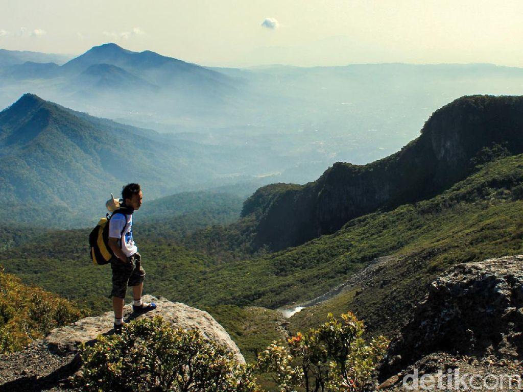 Sebelum Mendaki ke Gunung Gede, Sudah Tahu Apa Saja yang Dilarang?