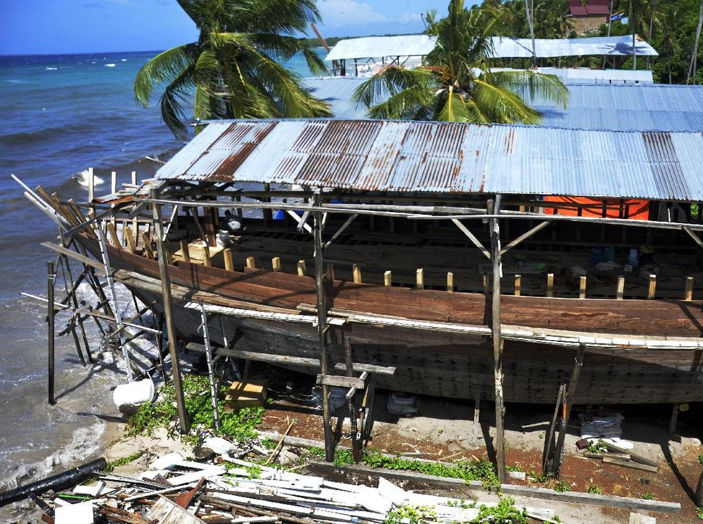 Mengintip Pembuatan Kapal Pinisi di Bulukumba