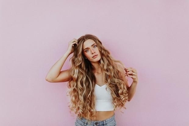 Dry shampoo bisa memberikan volume pada rambut