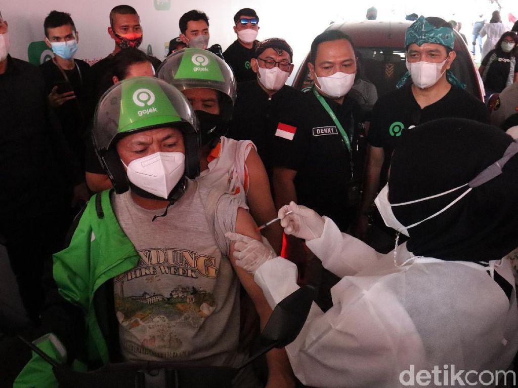 32 Guru di Bandung Sudah Jalani Vaksinasi COVID-19 Dosis 1