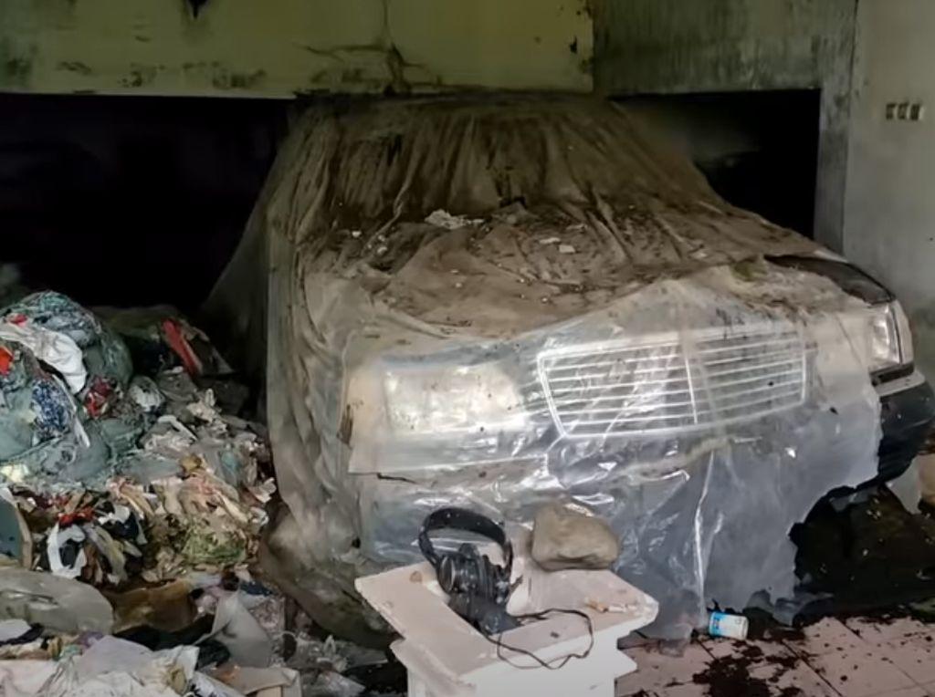 Heboh Mercedes-Benz di Rumah Mewah Terbengkalai, Ini Lokasinya!
