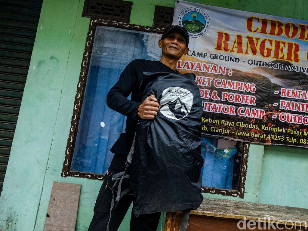 Suka-duka Porter Gunung Gede Sempat Terpuruk Kala Pandemi