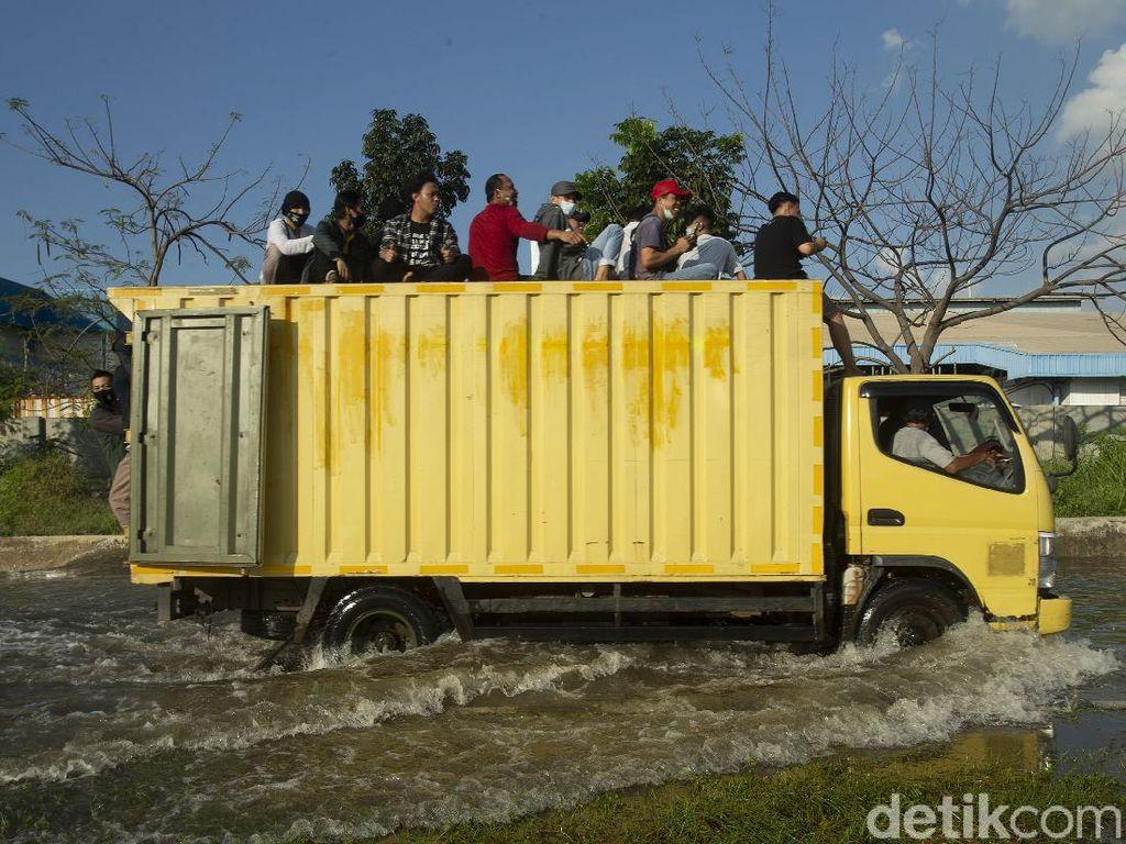 Foto: Kawasan Muara Baru Juga Banjir Rob Usai Gerhana Bulan