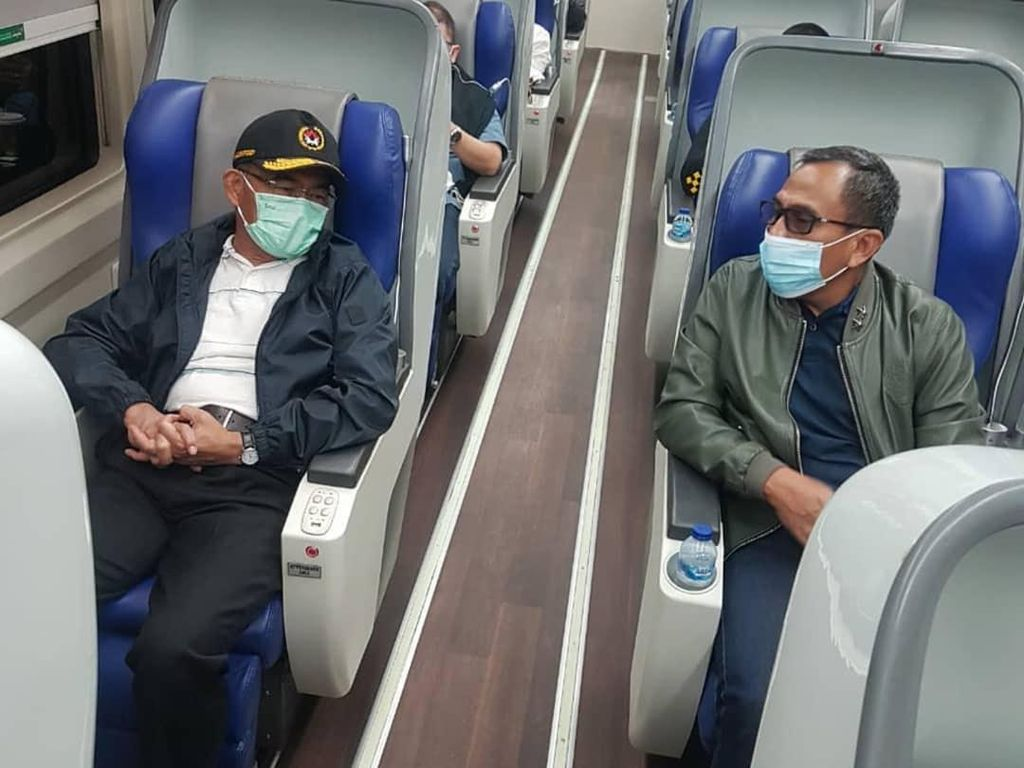 Tinjau Layanan GeNose 19 di Stasiun Gambir, Menko PMK: Berjalan Baik