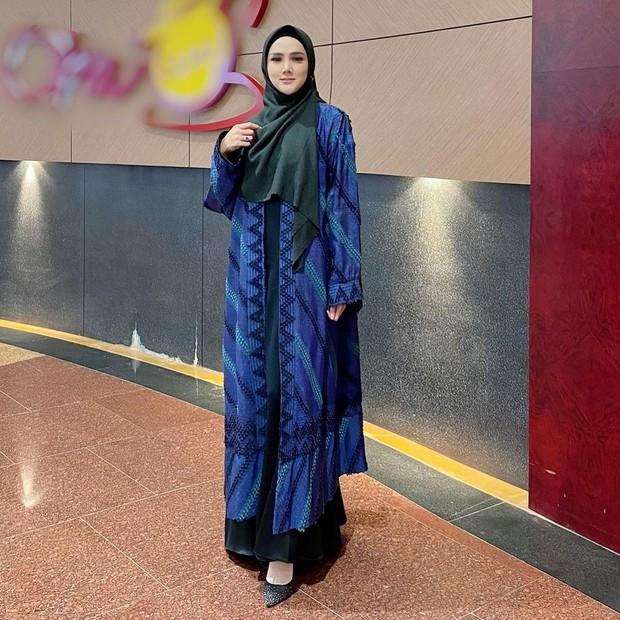 Mulan Jameela tampil anggun dengan gamis outer/instagram.com/mulanjameela1