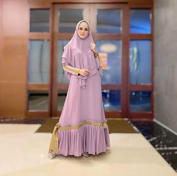 Mulan Jameela tampil dengan setalan gamis yang cute/instagram.com/mulanjameela1