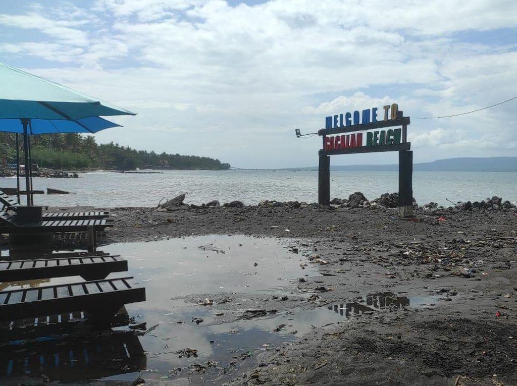 Banjir Rob Sapu Pantai Cacalan Banyuwangi