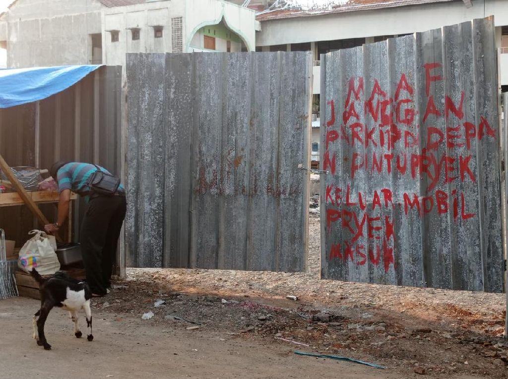 Mulai Perbaikan, Pasar Kambing Tanah Abang yang Terbakar Ditutup Seng