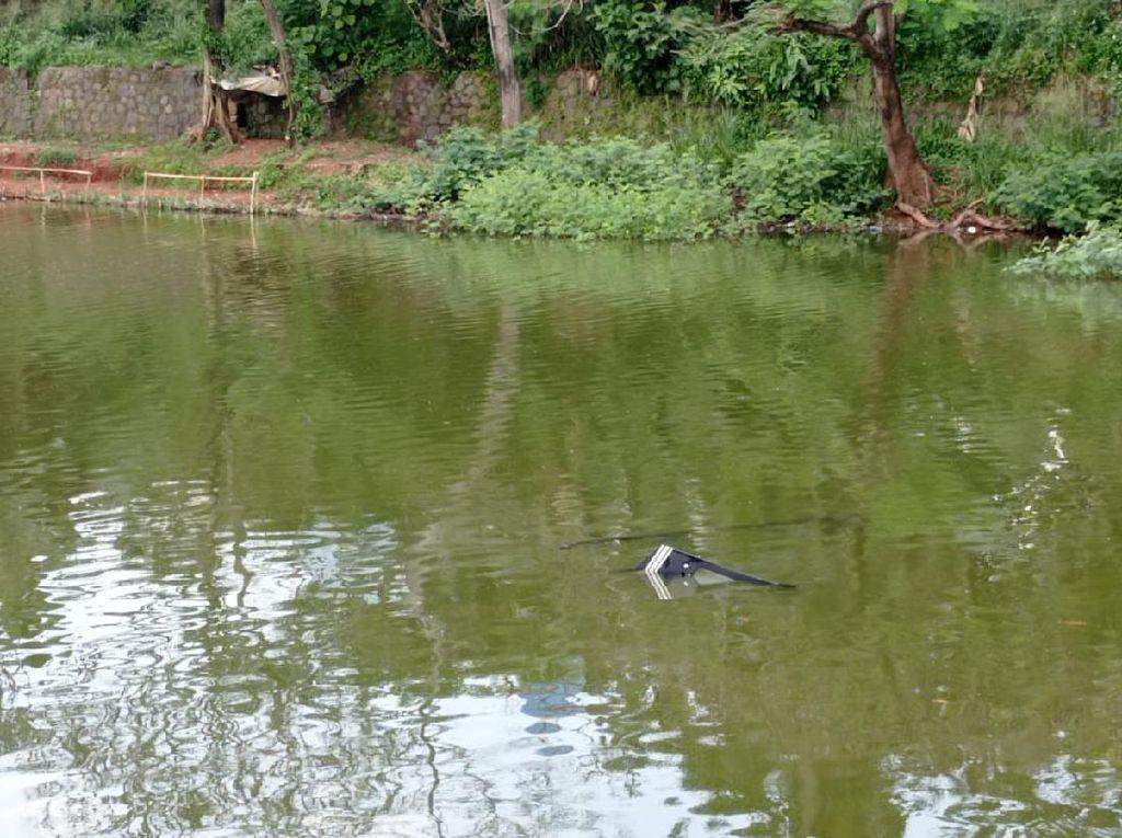Pilot-Siswa Berenang ke Tepian Usai Pesawat Latih Jatuh di Danau Cibubur