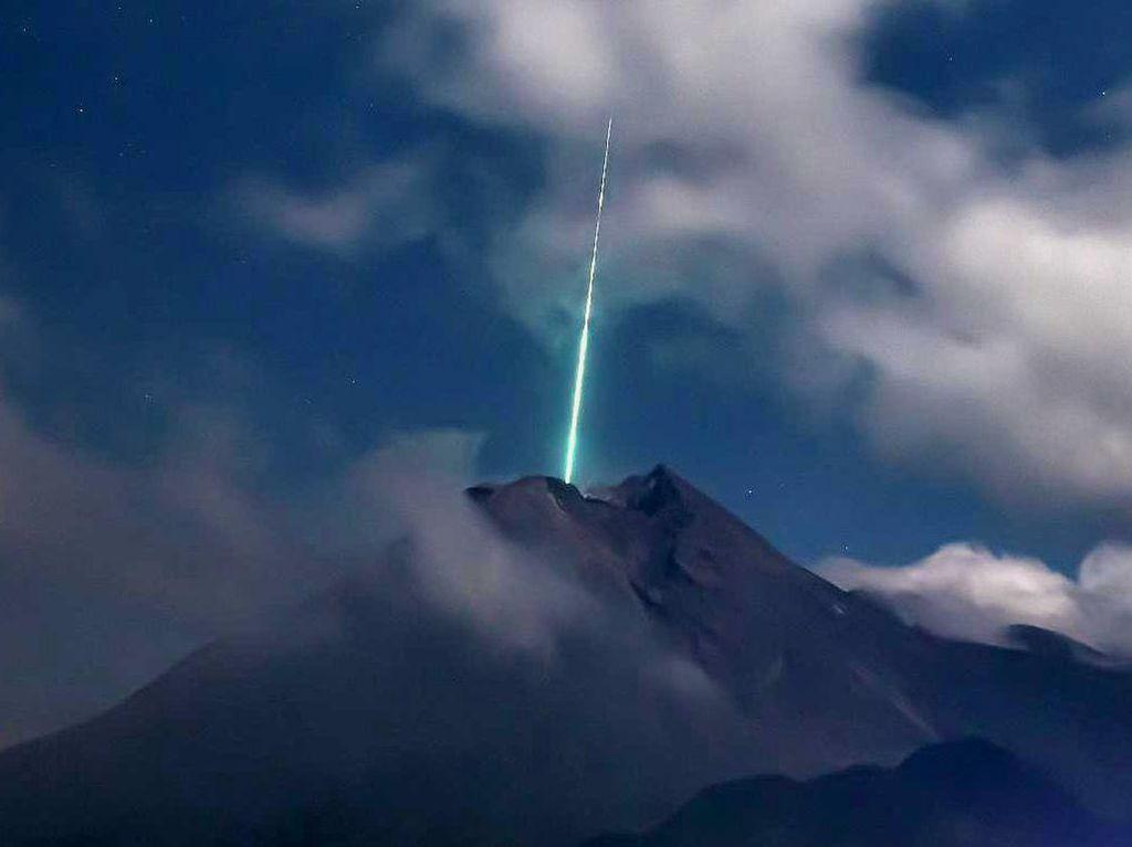 Viral Foto Meteor Jatuh di Merapi, Kilatan Cahaya Terekam di CCTV BPPTKG