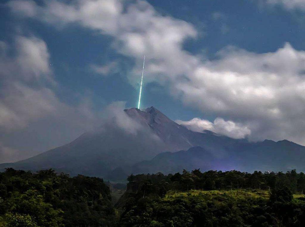 Analisis Lapan: Meteor Jatuh Tidak di Merapi, tapi Puncak Merbabu