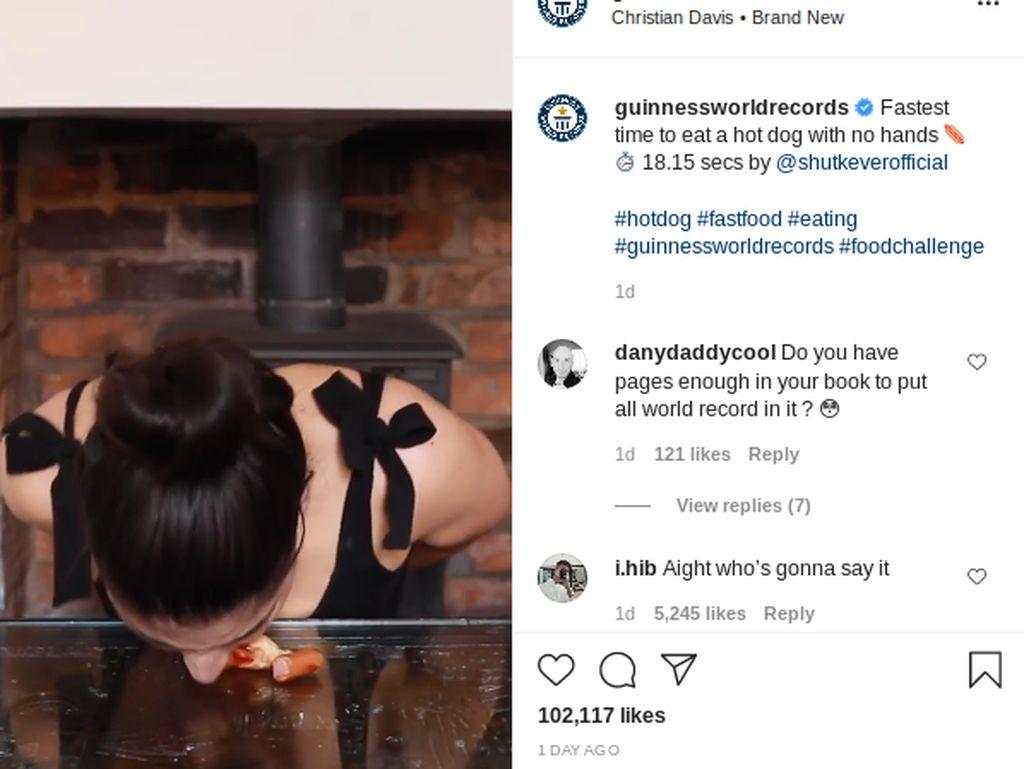 Gokil! Wanita Ini Pecahkan Rekor Dunia Tercepat Makan Hot Dog Tak Pakai Tangan