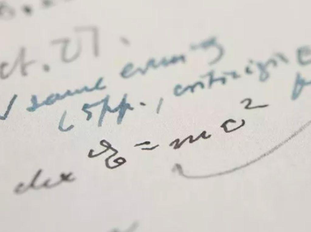 Wow, Tulisan Tangan Albert Einstein Terjual Rp 17 Miliar