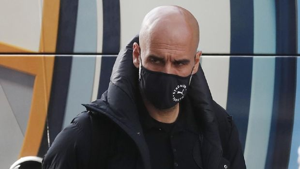 Soccer Football - Champions League - Manchester City arrive at their hotel ahead of the Champions League Final - Porto, Portugal - May 27, 2021 Manchester City manager Pep Guardiola wearing a protective face mask arrives to the hotel REUTERS/Pedro Nunes
