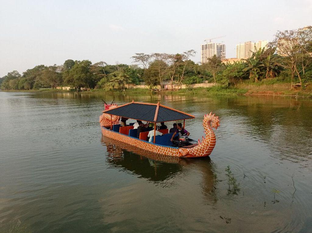 Tim dari KNKT Cek Lokasi Heli Jatuh Pakai Perahu Naga