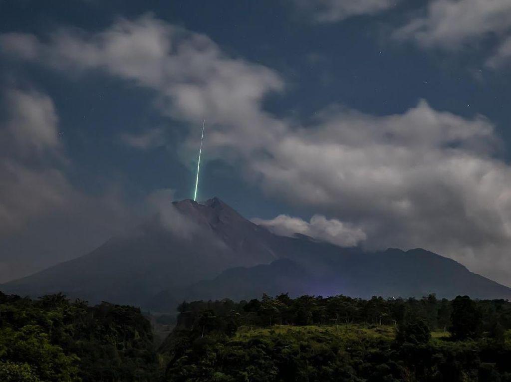 BPPTKG Cek CCTV Terkait Viral Meteor Jatuh di Puncak Merapi, Ini Hasilnya