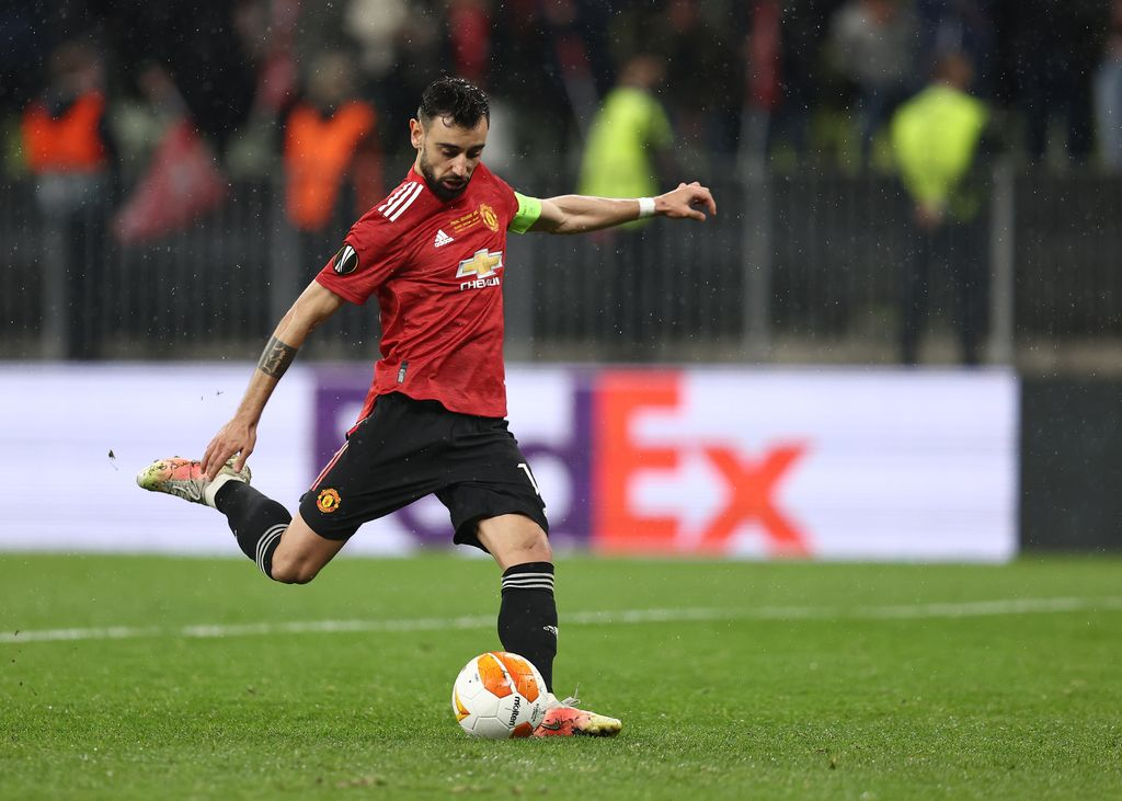 GDANSK, POLAND - MAY 26: Bruno Fernandes of Manchester United scores their team's third penalty in the penalty shoot out during the UEFA Europa League Final between Villarreal CF and Manchester United at Gdansk Arena on May 26, 2021 in Gdansk, Poland. (Photo by Maja Hitij/Getty Images)