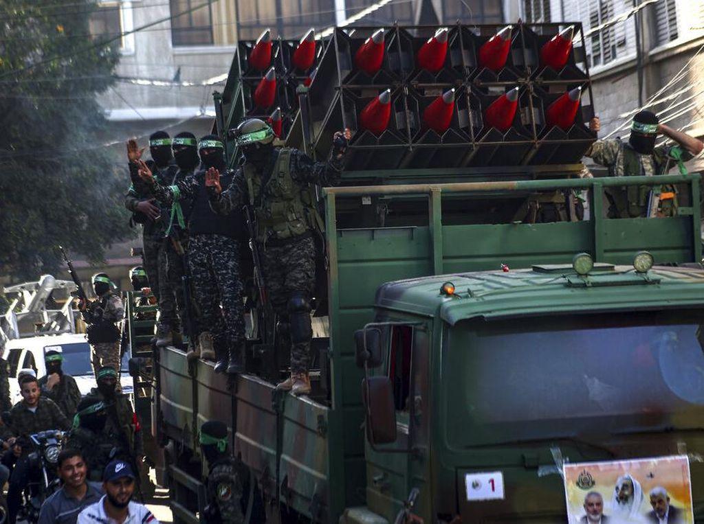 Hamas Gelar Parade Militer, Warga Malaysia Sambut Baik Lockdown