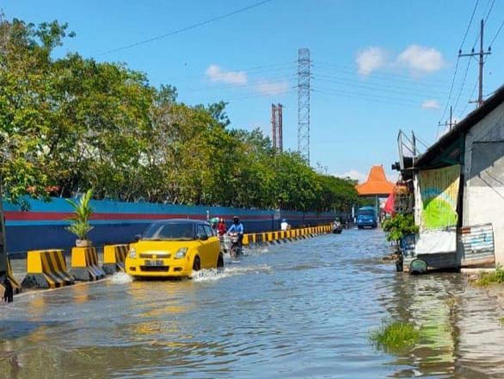 Banjir Rob Kembali Rendam Jalan Kalimas Surabaya, Kali Ini Setinggi 30 Cm