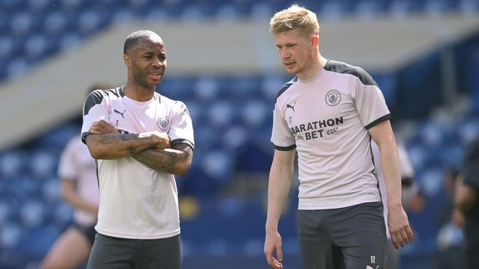 PORTO, PORTUGAL - MAY 28: Raheem Sterling and Kevin De Bruyne of Manchester City look on during the Manchester City FC Training Session ahead of the UEFA Champions League Final between Manchester City FC and Chelsea FC at Estadio do Dragao on May 28, 2021 in Porto, Portugal. (Photo by David Ramos/Getty Images)