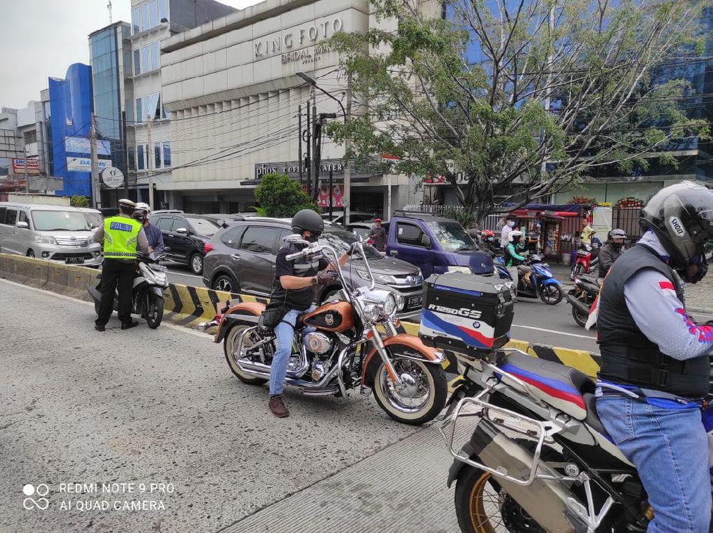 Arogansi Pengendara Moge Terobos Busway Berujung Tilang Polisi