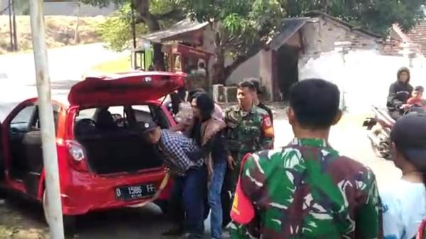 Preman dadang di Garut saat ditangkap usai serang markas TNI