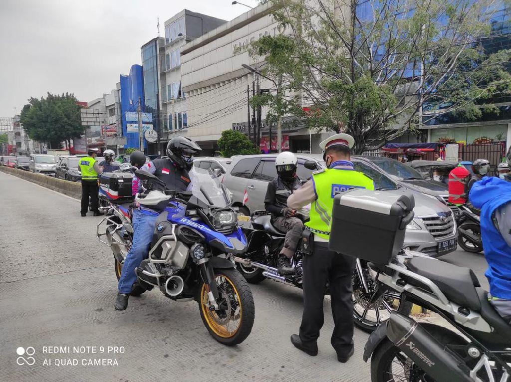 Polisi Cek CCTV Buru 4 Pengemudi Moge yang Kabur Usai Terobos Busway