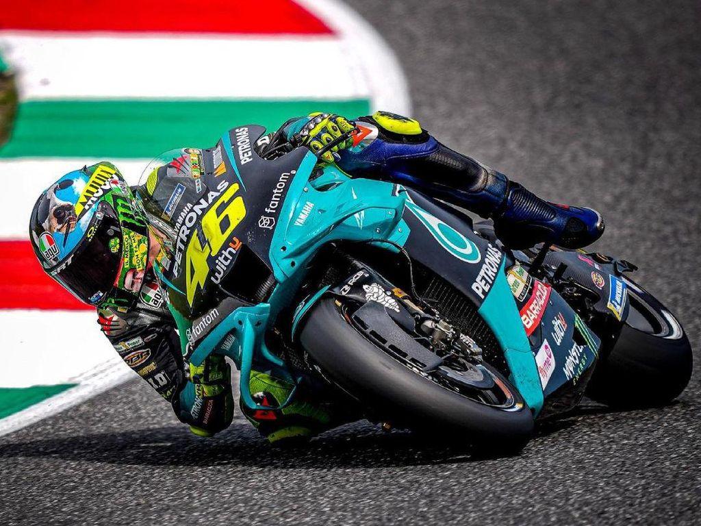 Selamat! Valentino Rossi Akhirnya Finis 10 Besar Musim Ini