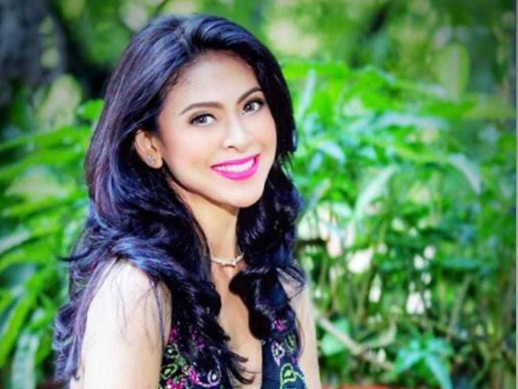 10 Potret Juara Puteri Indonesia Pertama, Cantik Awet Muda di Usia 49
