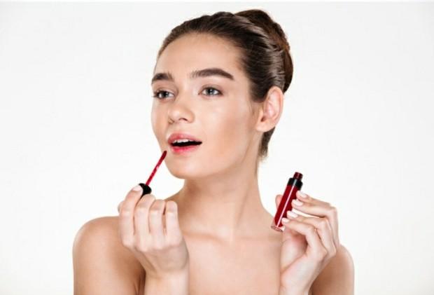 Lipstick   Freepik.com/drobotdean